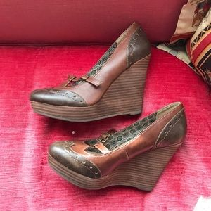 NWOT Restricted oxford wooden wedges